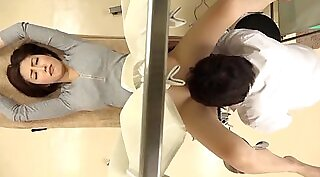 Beauty patient fingering and anus railed by her doctor